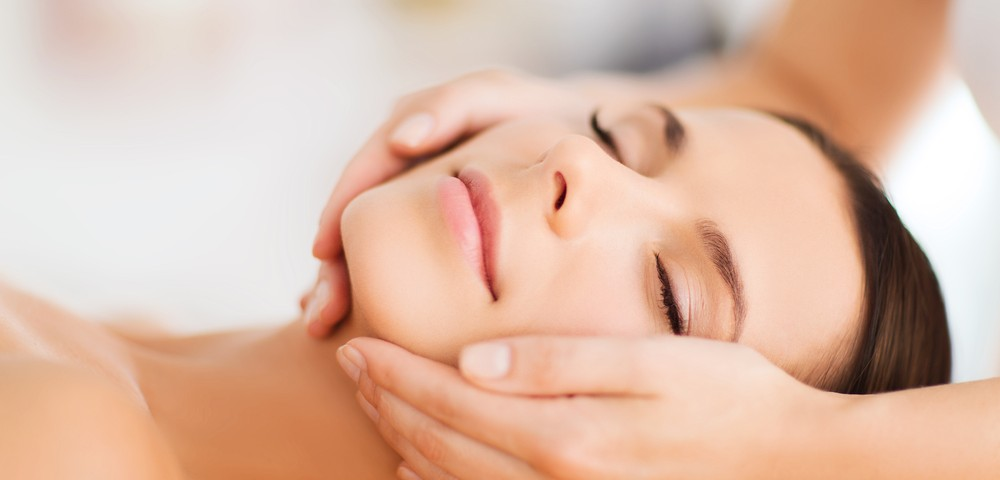 Obtain the glowing skin by undergoing facial treatments